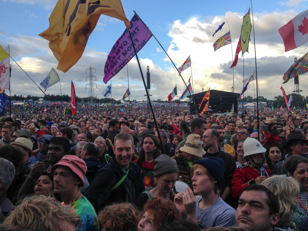 Elbow Crowd